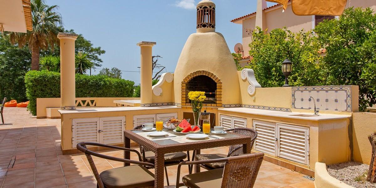 Algarve Villa To Rent With Barbecue