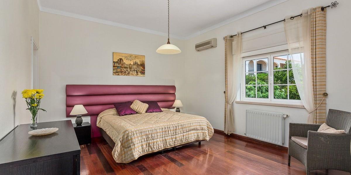 Bedroom In 8 Bedroom Villa Algarve