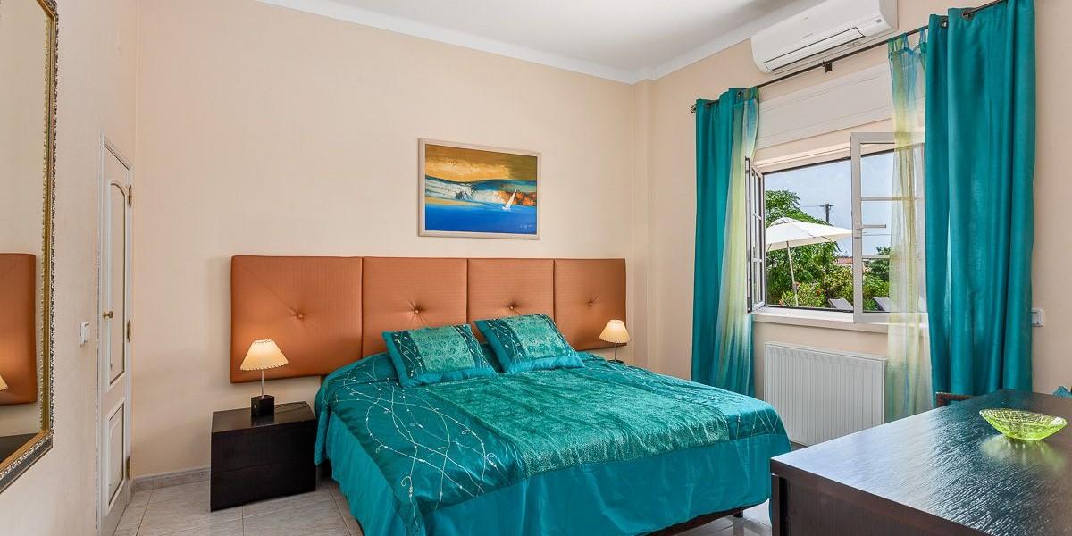 Bedroom In 8 Bedroom Villa Vilamoura