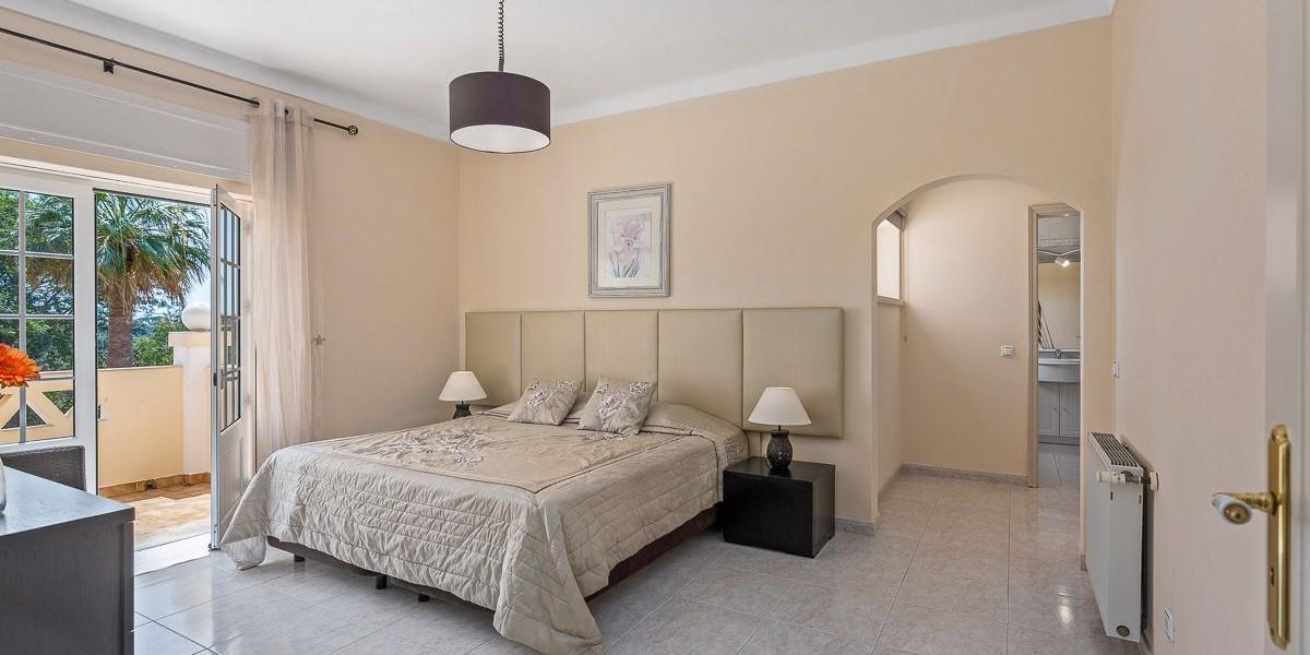 Bedroom In Large Villa Sleeps 16 Vilamoura