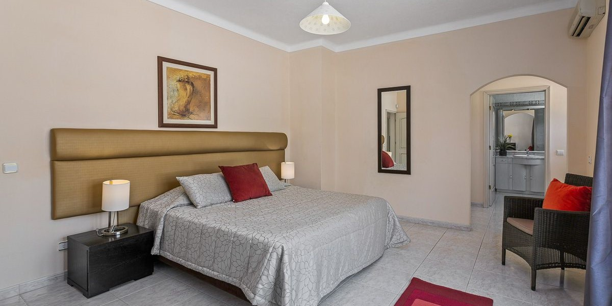 Bedroom In Villa For Large Groups Portugal