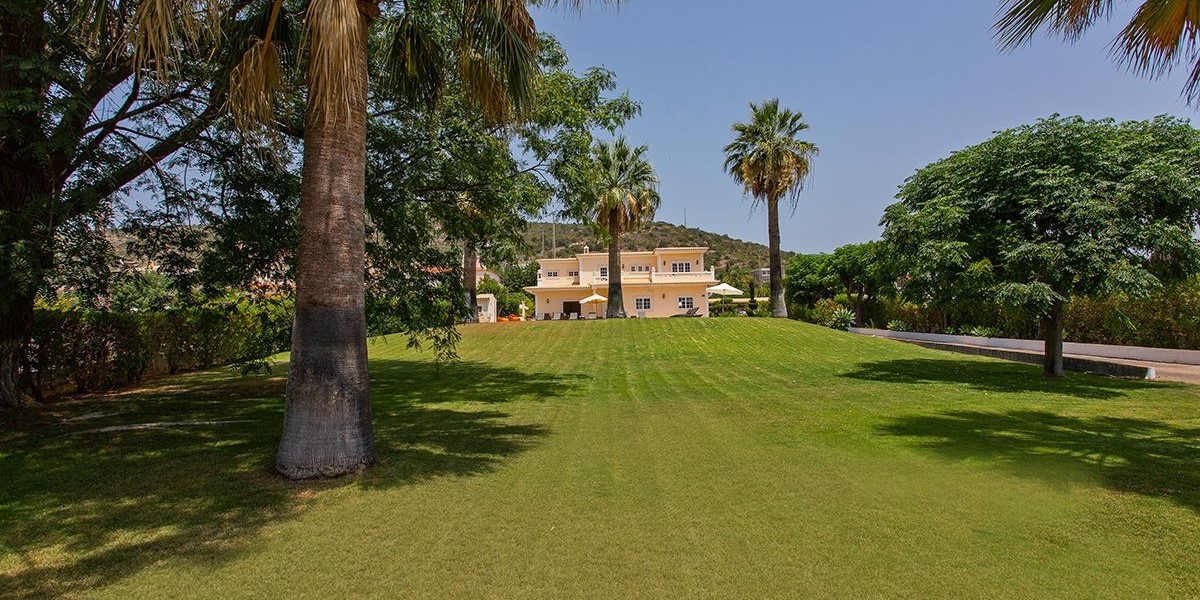 Holiday Villa For 16 People Algarve