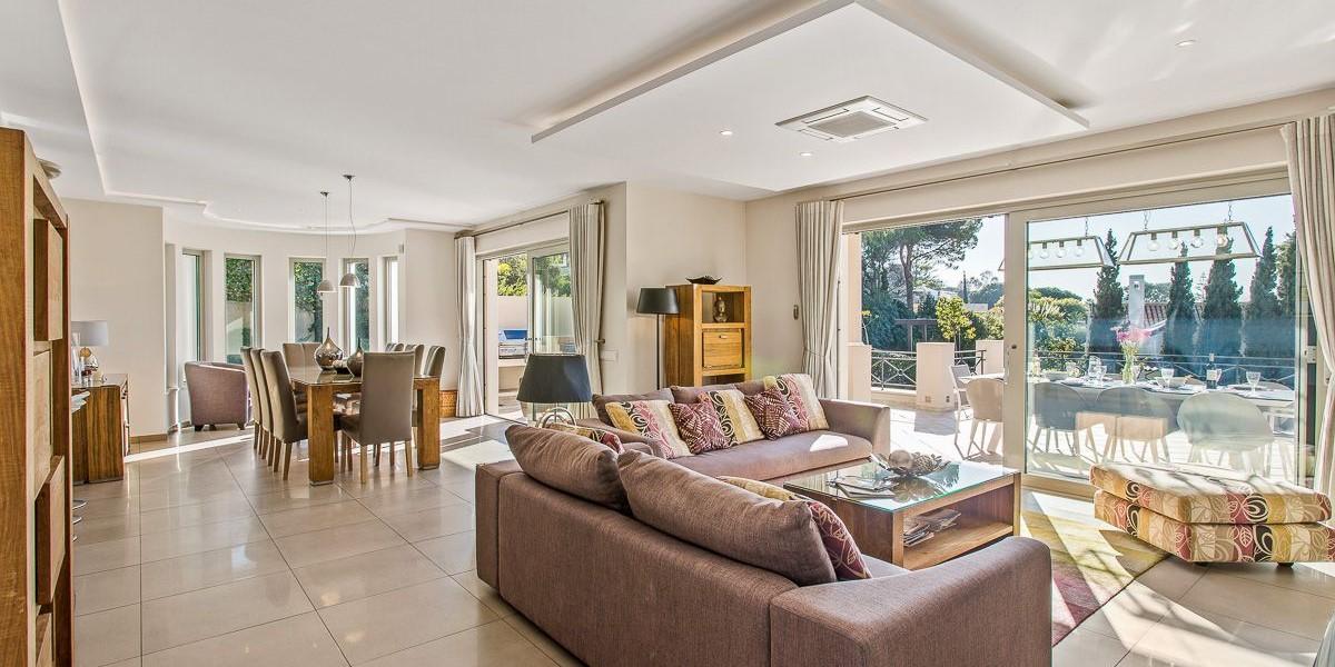 Modern Living Room In 4 Bedroom Villa To Rent Portugal