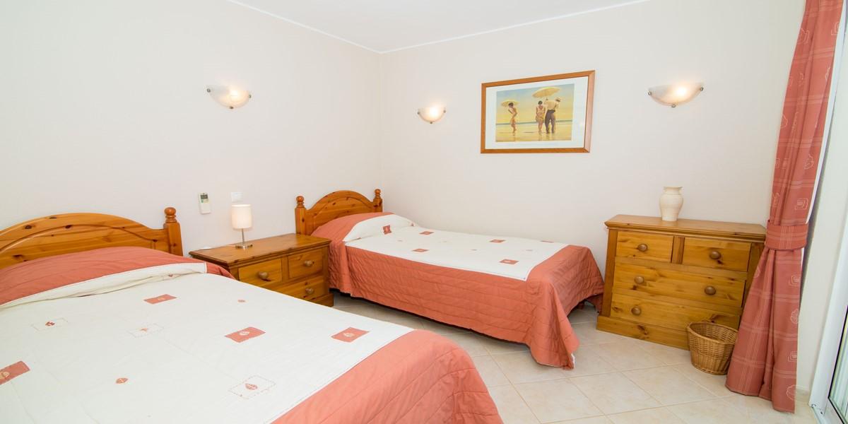 Twin Bedroom Vale Do Lobo