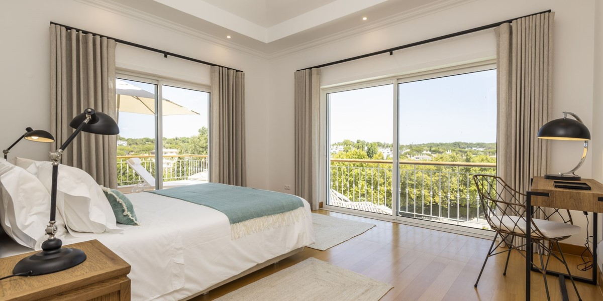 Double Bedroom With Views To Encosta Do Lago