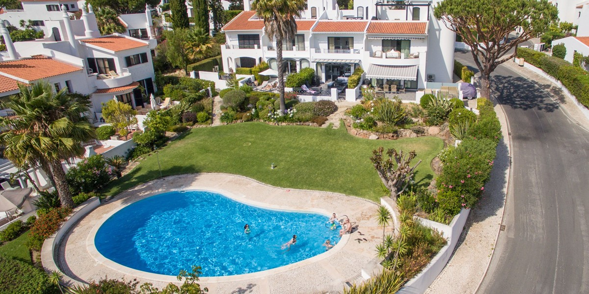 4 Bedroom Townhouse With Shared Pool For Holiday Rental
