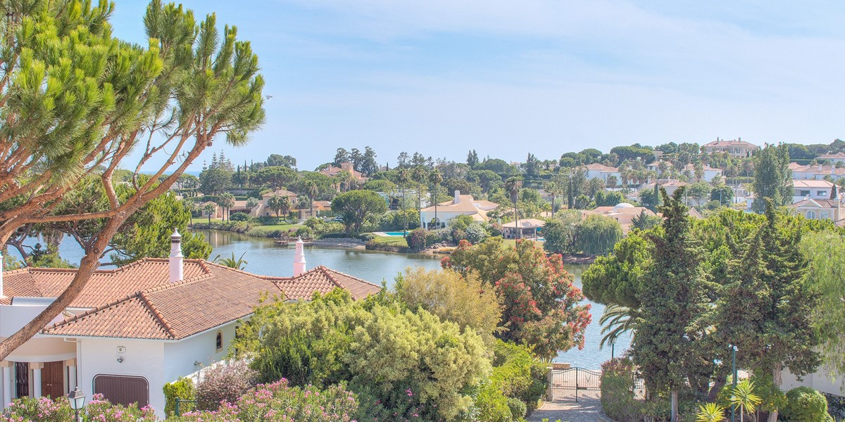 Quinta Do Lago Lake With Watersports