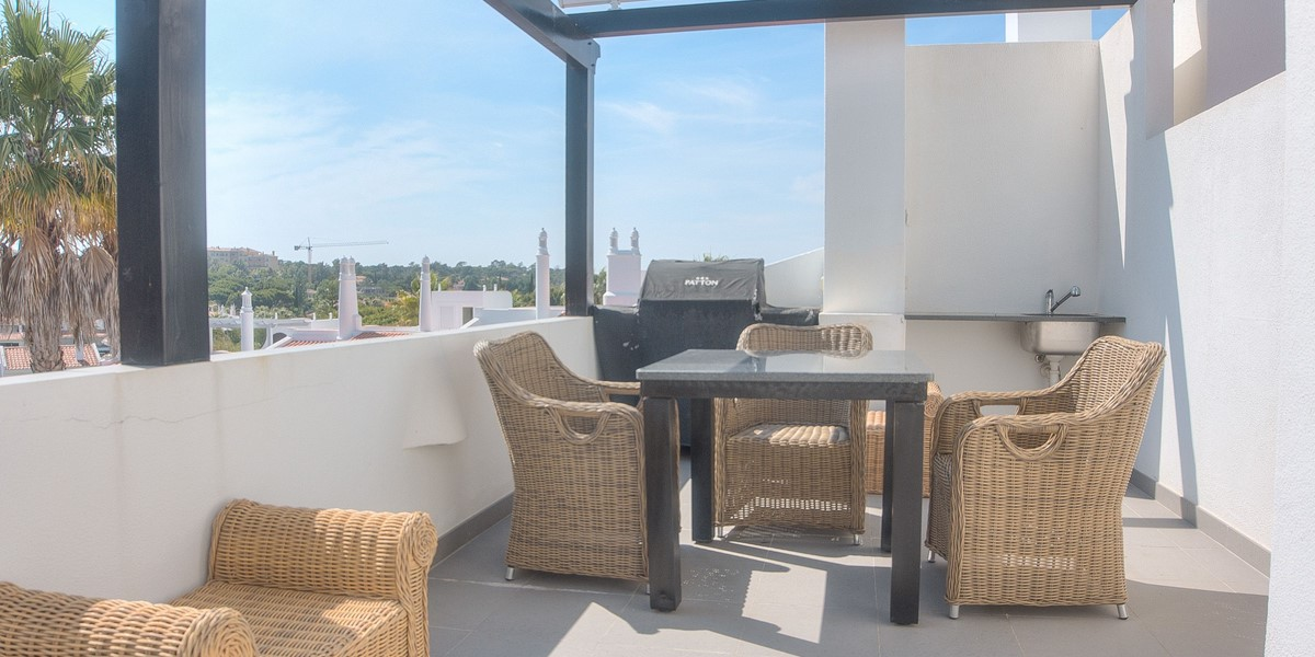 Roof Terrace With BBQ And Dining
