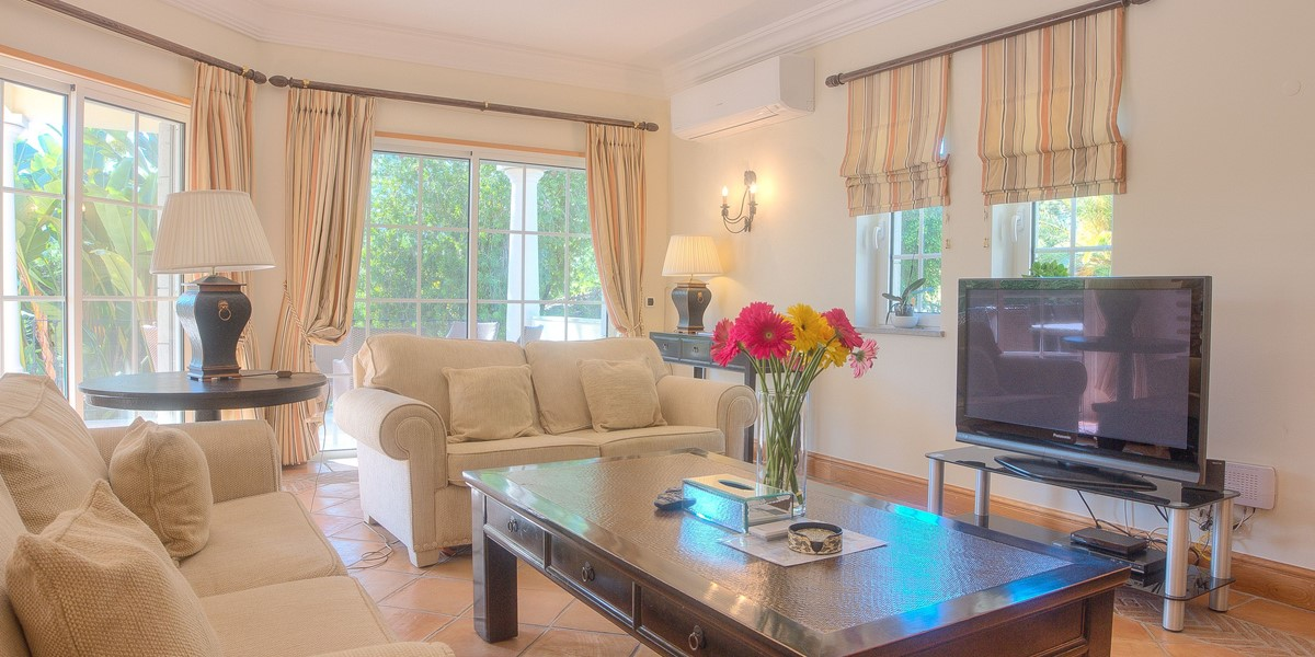 Bright And Comfortable Holiday Villa For Large Groups