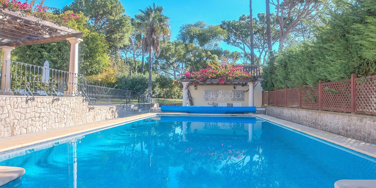 Large Pool With Safety Fence For Family Holiday