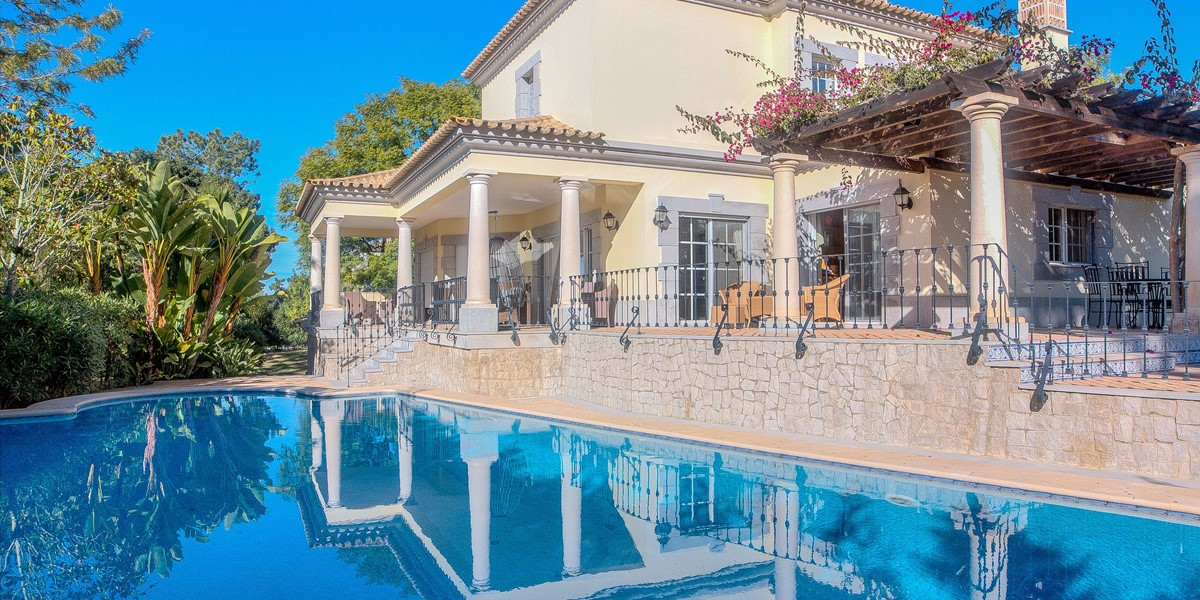 Large Villa With Pool And Saftey Fence For Young Children