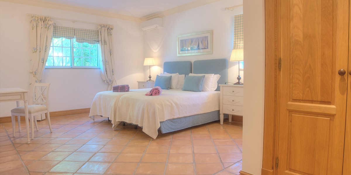 Spacious Bedroom In Large Villa To Rent