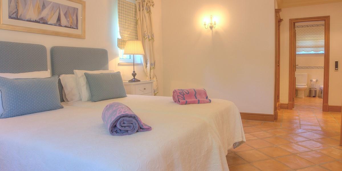Spacious En Suite Twin Bedroom