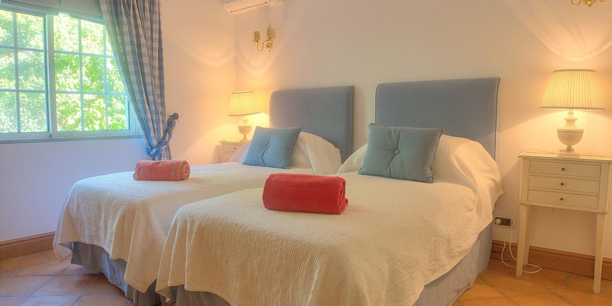 Twin Bedroom In Vacation Villa