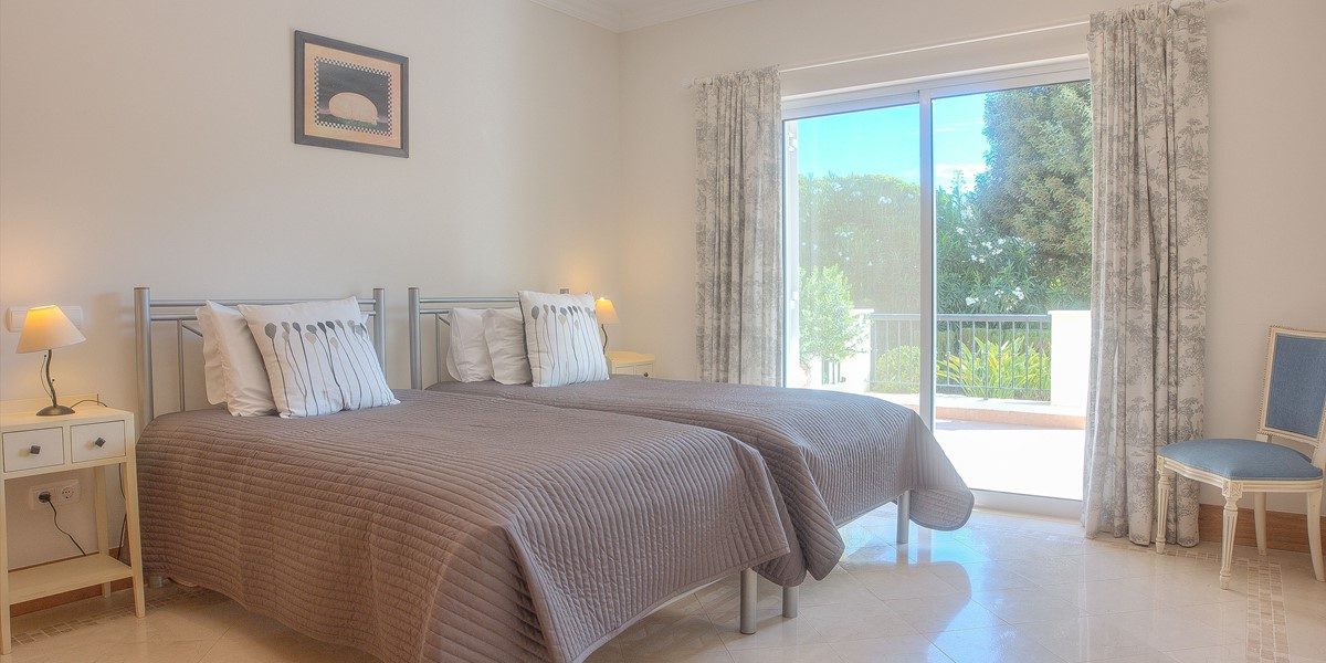 Twin Bedrom With Terrace