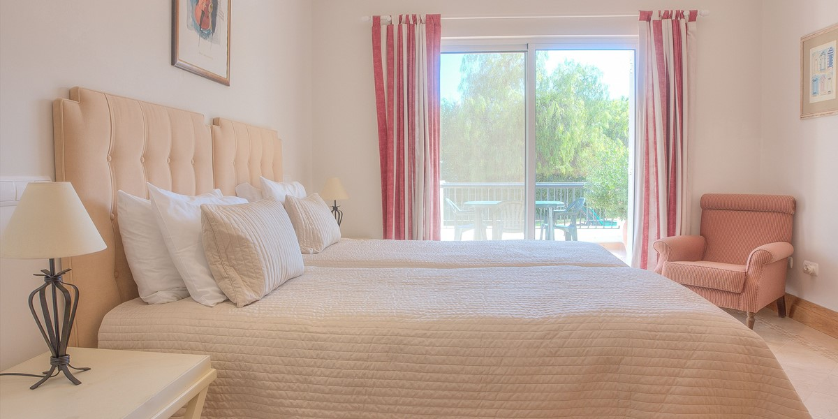 Twin Bedroom With Access To Garden And Pool