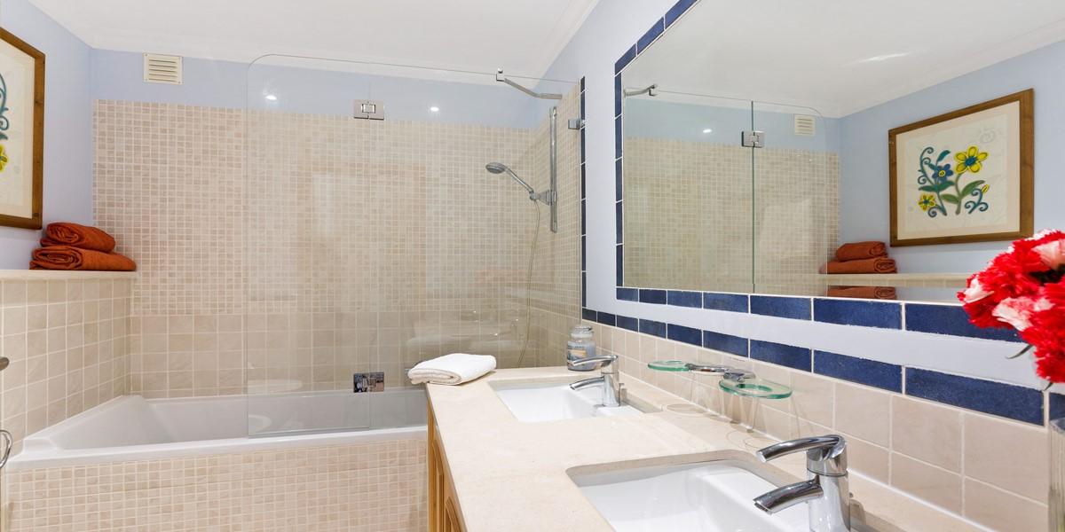 Bathroom Area Sao Lourenco
