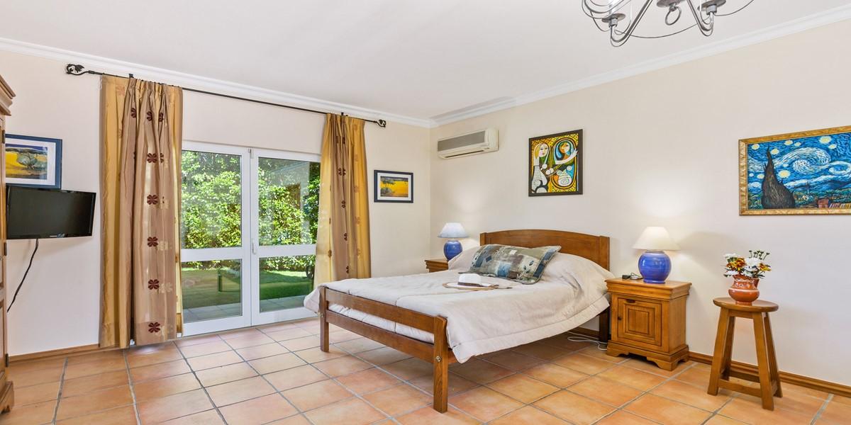 Confortable King Size Bedroom Algarve