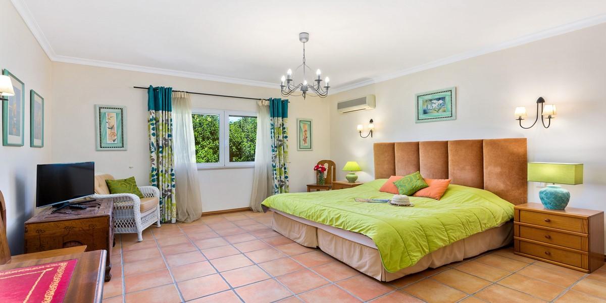 King Size Bedroom Almancil