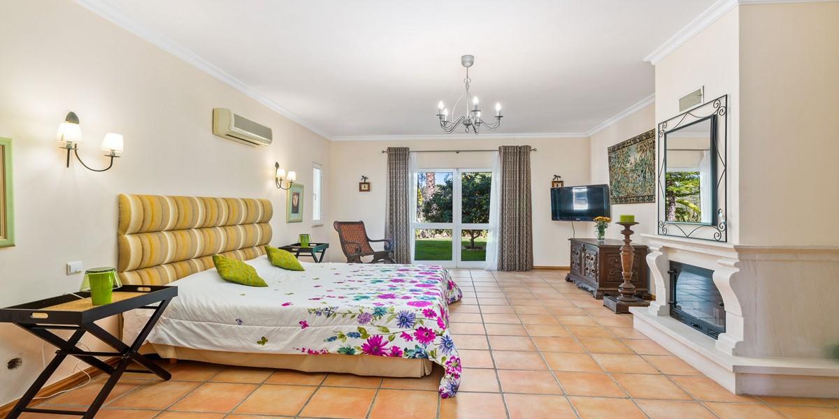 Large King Size Bedroom Algarve