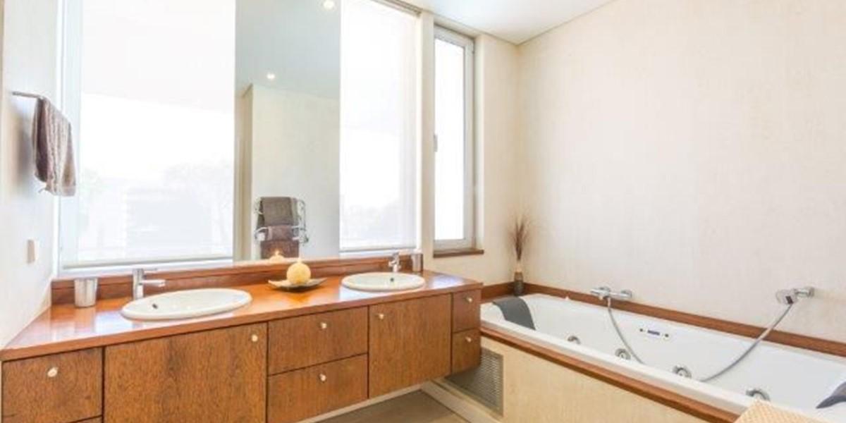 Bathroom In Luxury Villa To Rent Portugal