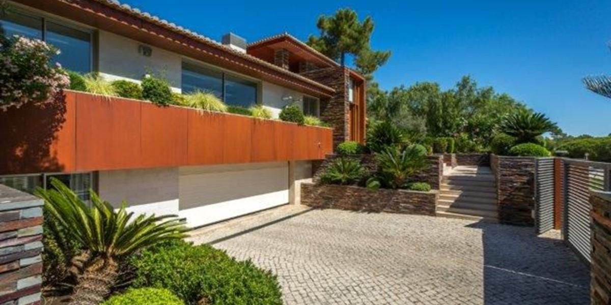 Contemporary Holiday Villa With 5 Bedrooms Algarve