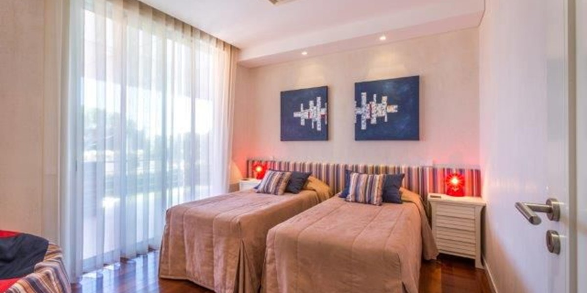First Floor Twin Bedroom With Access To Terrace