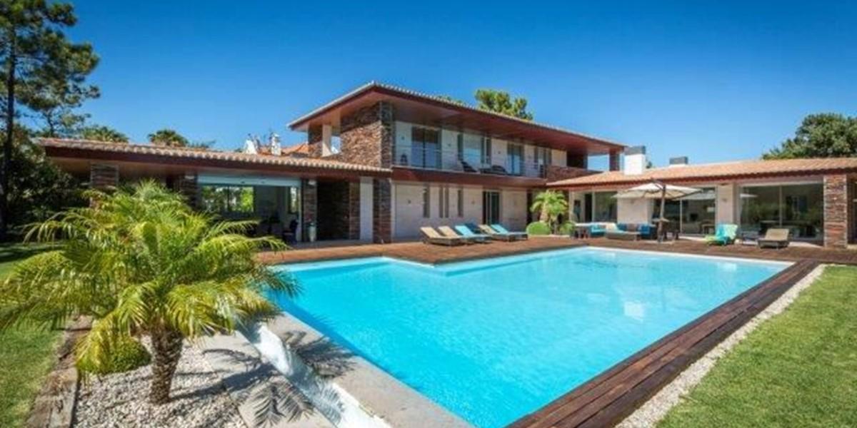 Large Villa To Sleep 10 People In Algarve