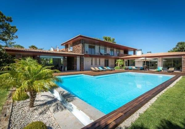 Large Villa To Sleep 10 People In Algarve