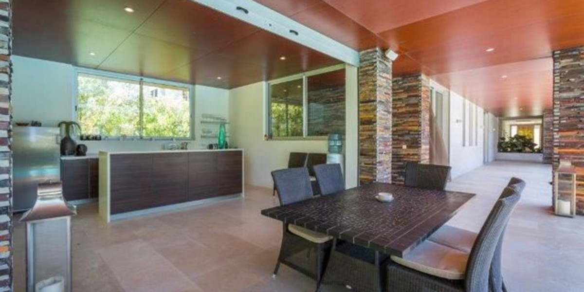 Luxury Villa With Exterior Kitchen And Dining For Vacation Rental