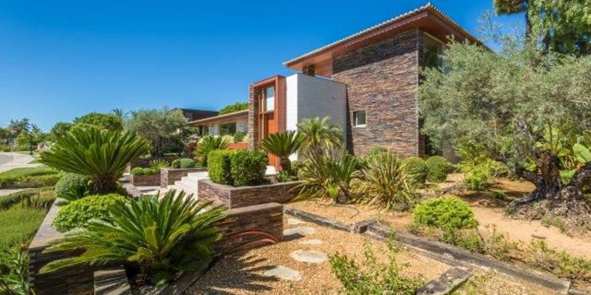 Luxury Villa With Landscaped Gardens In Quinta Do Lago For Rent
