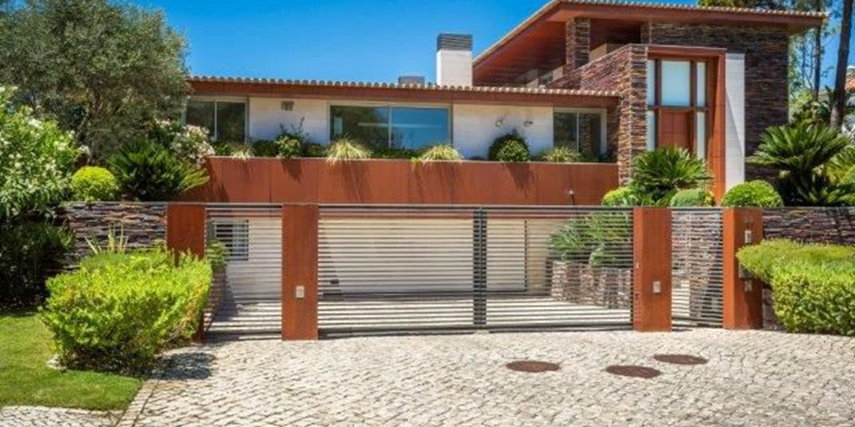 Private Entrance And Parking In Luxury Holiday Villa Algarve