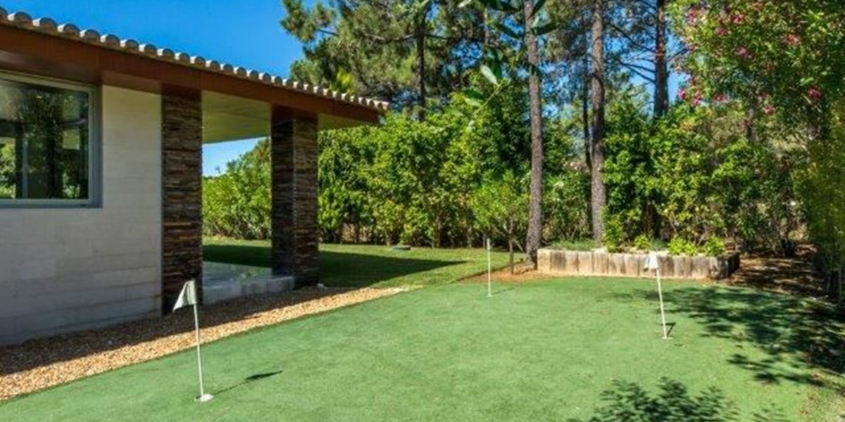 Private Putting Green In Vacation Rental Algarve