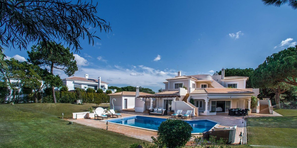 4 Bedroom Villa With Large Pool And Garden To Rent Algarve