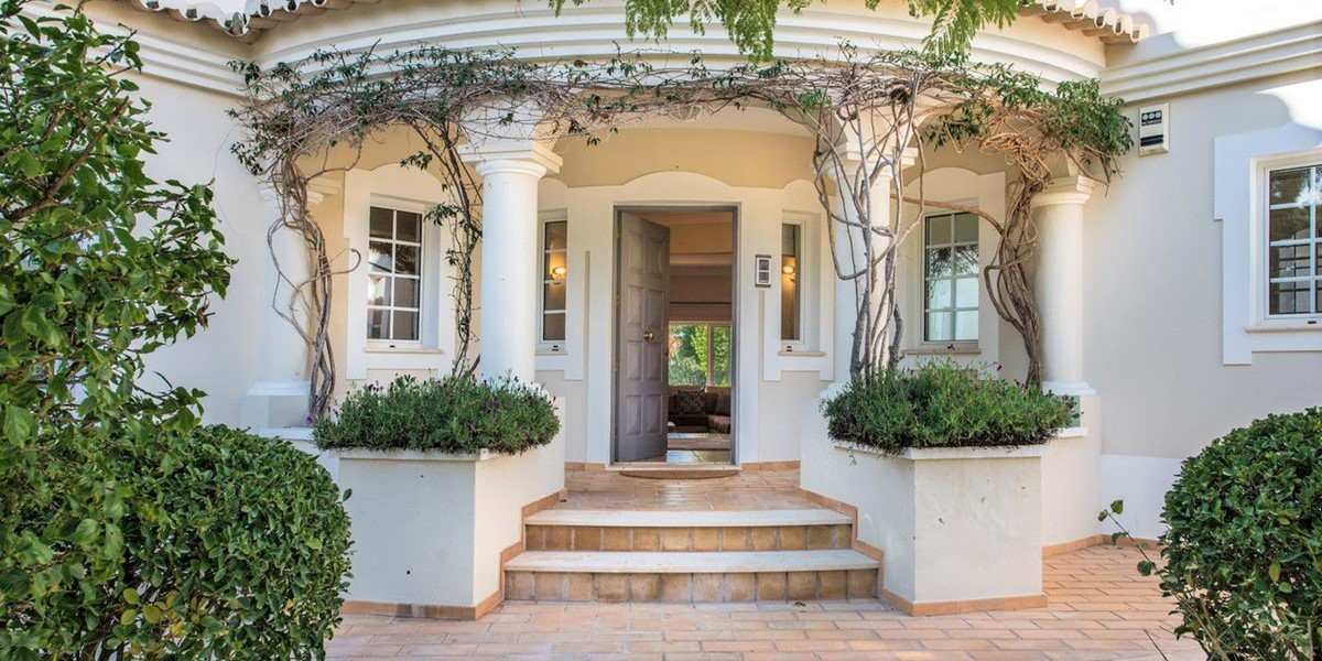 Beautiful Entrance Of Luxury Villa To Rent Portugal