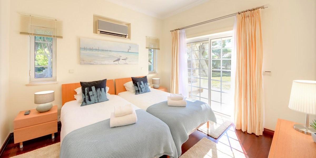 Bright Comfortable Twin Bedroom