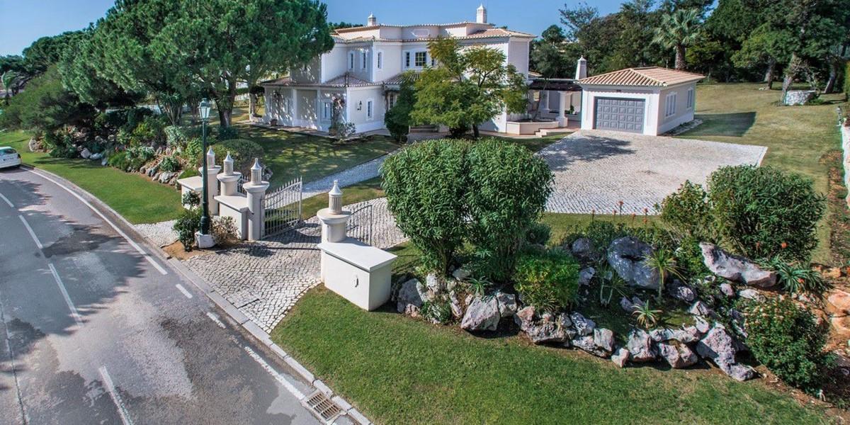 Spacious Holiday Villa Algarve