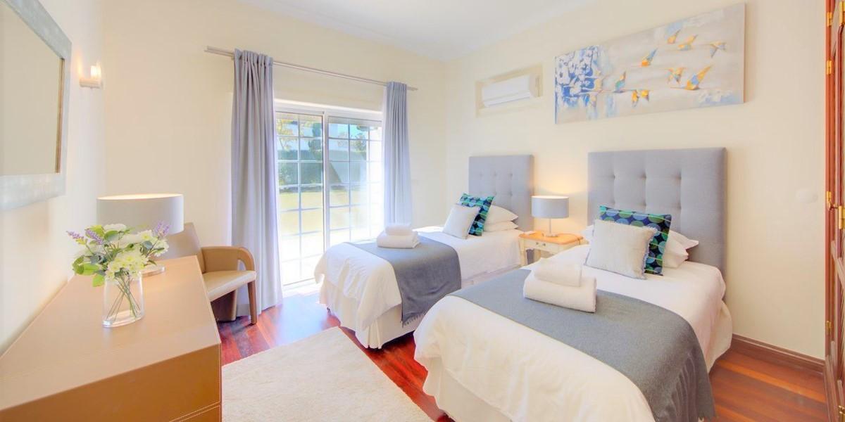 Twin Bedroom In Luxury Holiday Villa Algarve