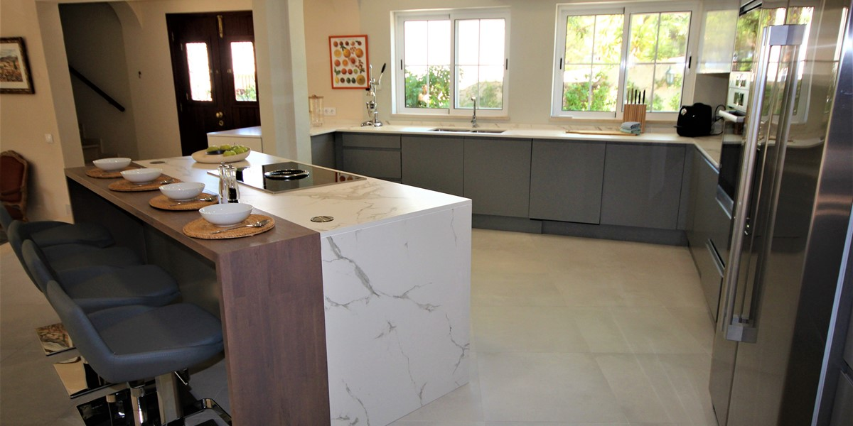 Modern Fully Equipped Kitchen For Self Catering Holiday Near Quinta Do Lago