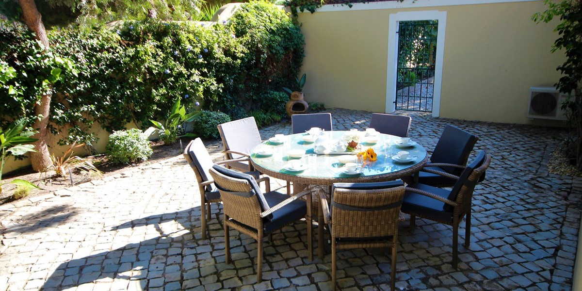 Outdoor Seating In Holiday Villa Golden Triangle
