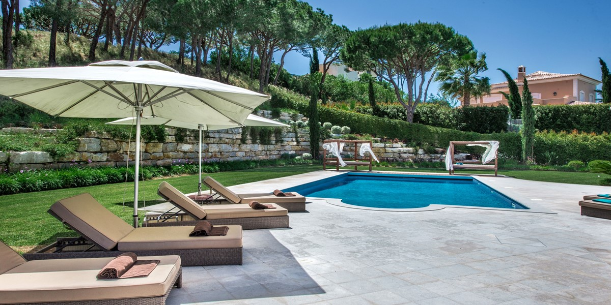 Comfortable Pool Side Sun Lounges Vacation Rental Villa Quinta Do Lago