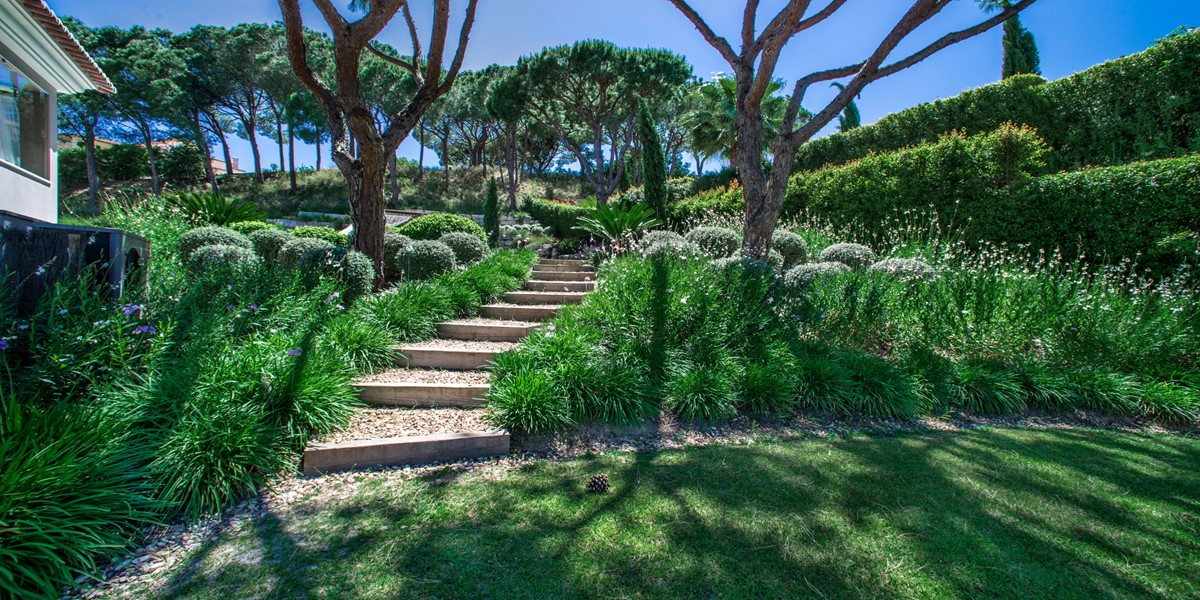 Manicured Garden Vacation Rental Villa Quinta Do Lago