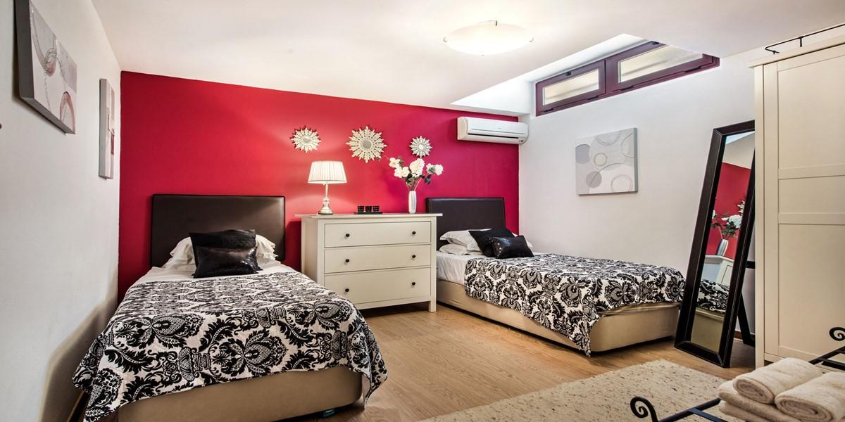 Lower Ground Floor Twin Bedroom Algarve