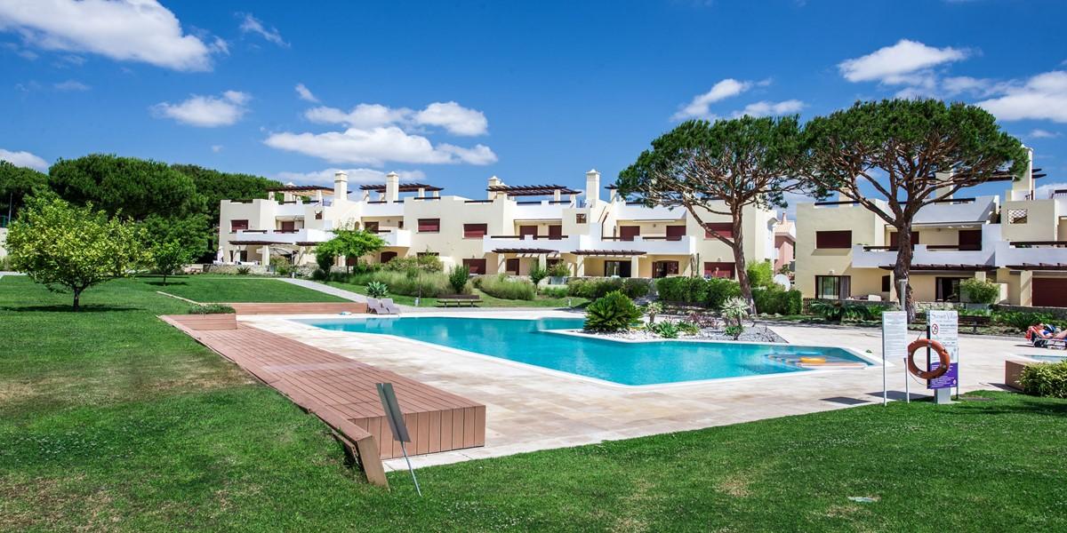 Spacious Pool And Garden