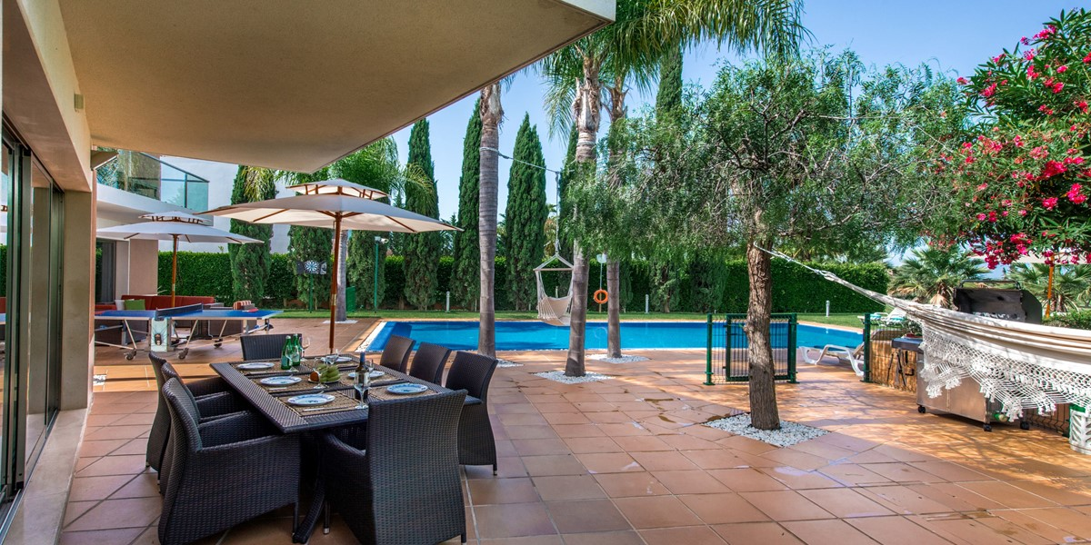 Poolside Dining Table Millennium Golf Course Vilamoura