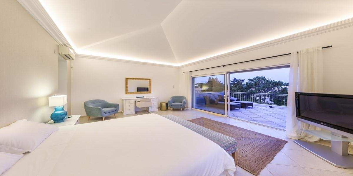 Elegant King Size Bedroom Holiday Rental Villa Algarve