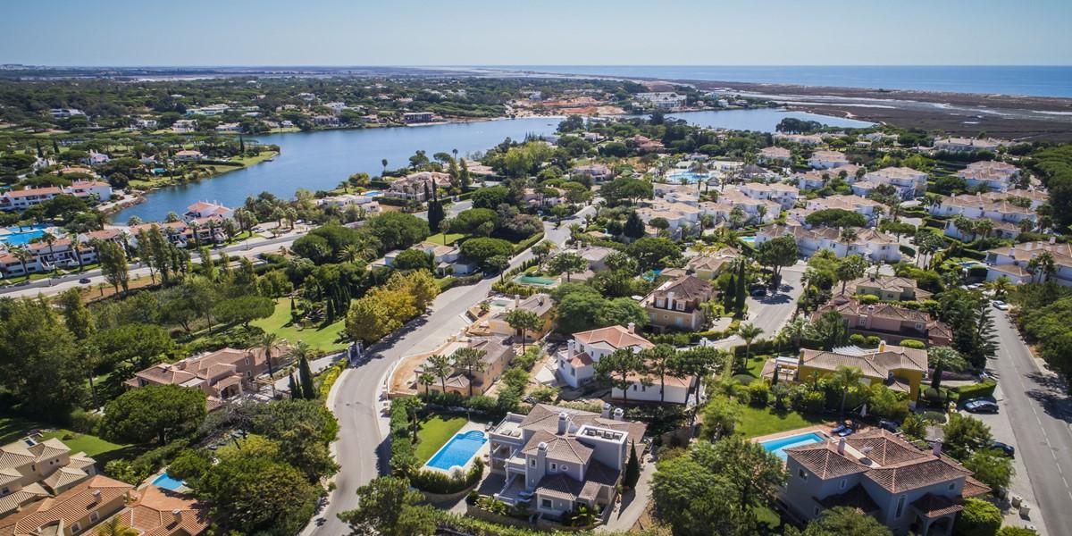 Encosta Do Lago Villa Rental