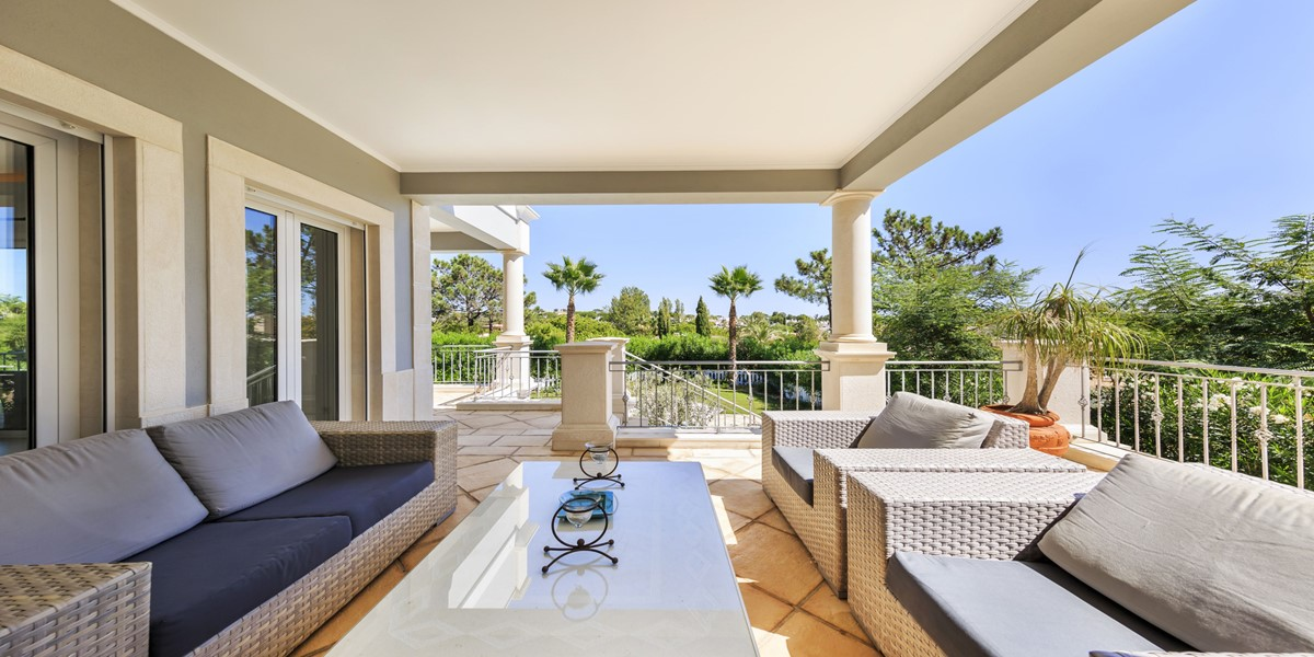 Furnished Comfortable Terrace Overlooking The Pool Renatal Villa Quinta Do Lago