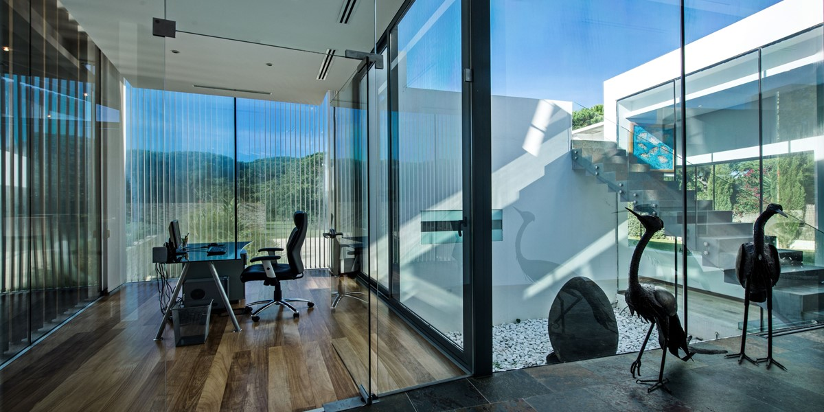 Bright Contemporary Villa To Rent With Office Space