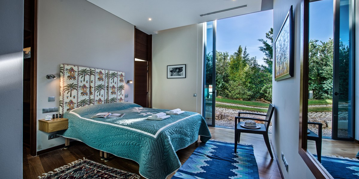 King Size Bedroom In Family Villa To Rent Portugal